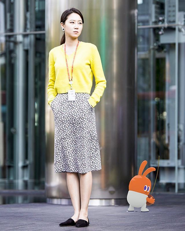 New pic of GHJ on the set of drama Don't Dare to Dream ~ So tall and So Pretty in Yellow  . . Source: PD Note #JestinaRed