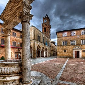 Pienza (SI) It was in this Tuscan town that Renaissance town-planning concepts were first put into practice after Pope Pius II decided, in 1459, to transform the look of his birthplace. He chose the architect Bernardo Rossellino, who applied the principles of his mentor, Leon Battista Alberti.