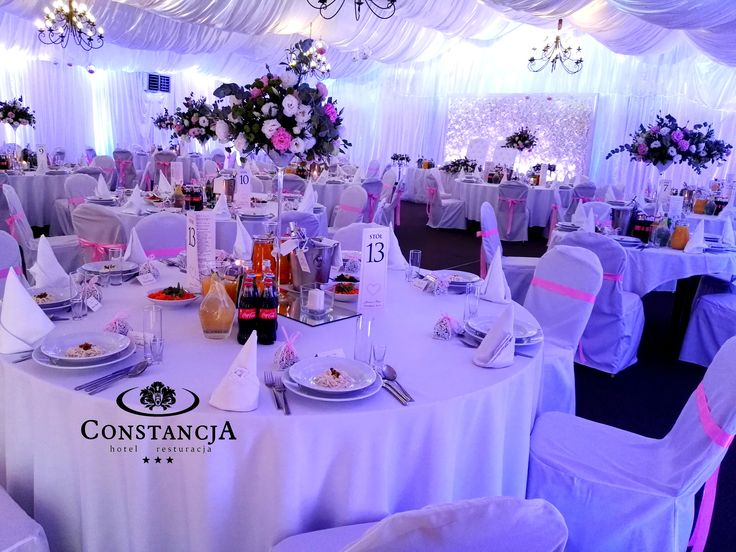 dekoracja światłem, kompozycja kwiatowa, wesele w namiocie, ścianka kwiatowa,