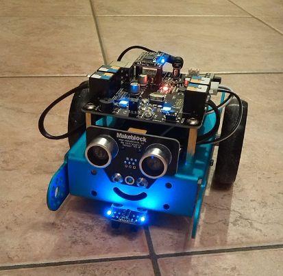 mBot. Ho finalmente costruito mBot Educational robot kit ed e' stato divertente e semplice. Funziona con l'app Makeblock, con il cavo usb, con 4 batterie, con un telecomando, con il Bluetooth e con scratch. La cosa incredibile e' che la scheda arduino e' un software ed un hardware. A questo punto si potrebbe programmare la scheda arduino con un sistema operativo linux, aggiungere una tastiera, un monitor e un mouse e teoricamente dovrebbe trasformarsi in un vero computer.