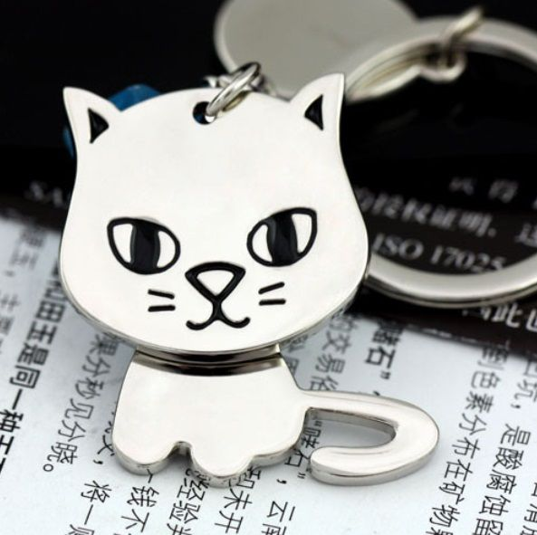 Cute Kitty Keychain with Engravable Tag    Kitty Size: 4cm x 3cm    Condition: Brand New