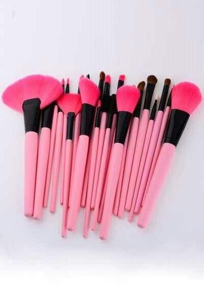 Need. Pink makeup brushes!