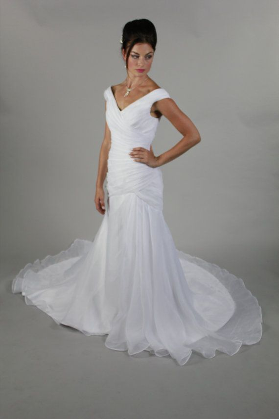 Fabulous Simple Elegant Sexy Open V Back Cap Sleeve Organza Short Train Mermaid Wedding Dress Bridal Gown