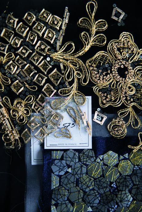 Artisans du luxe Français : le brodeur Lesage  Riche de soixante mille échantillons de broderie, les archives représentent la plus grande collection de broderies de couture au monde classée depuis 1858 et de fournitures extraordinaires : 60 tonnes de pampilles, strass, rubans, perles, cristal irisé, cabochons...  © Jean-Marc Palisse