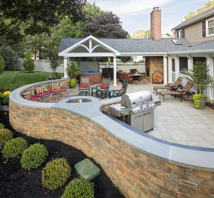 Backyard Patio Privacy White Accent Wall: EP Henry Pavers And Cast Stone Veneer.