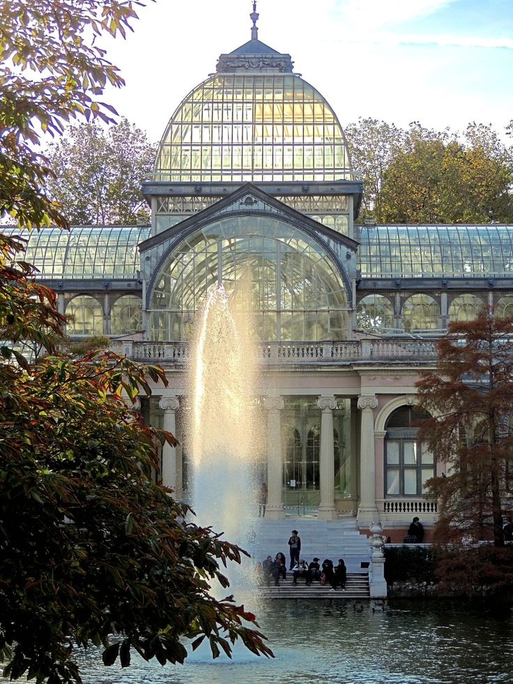 The Palacio de Cristal is a glass and metal structure located in Madrid's Buen Retiro Park. It was built in 1887 to exhibit flora and fauna from the Philippines. The architect was Ricardo Velázquez Bosco.