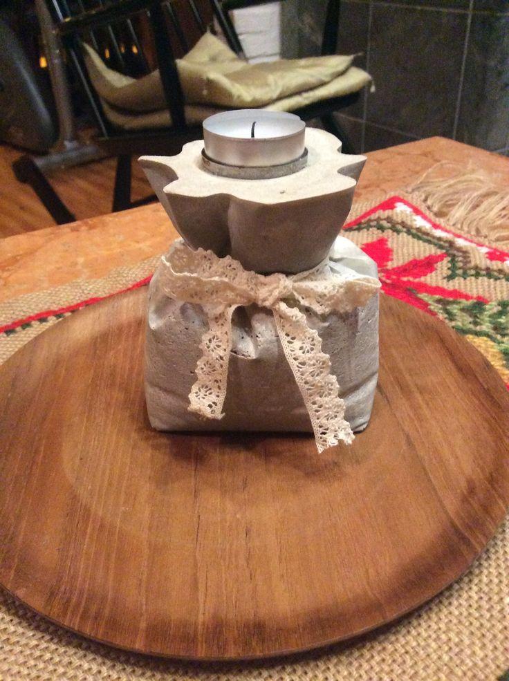 betonista kahvipussilla tehty tuikkualusta