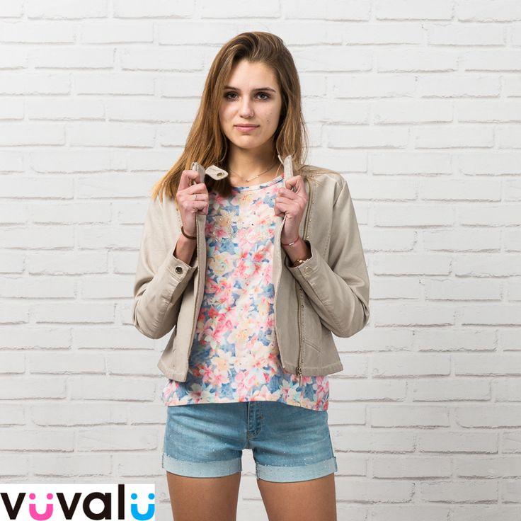 #Cazadora polipiel con #camiseta estampada y #short tejano niña junior