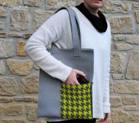 Handmade felt shopper with woven applique by Atelier Faggi Italy - #weaving #weaving-techniques #handweaving #felt #bag #atelierfaggi