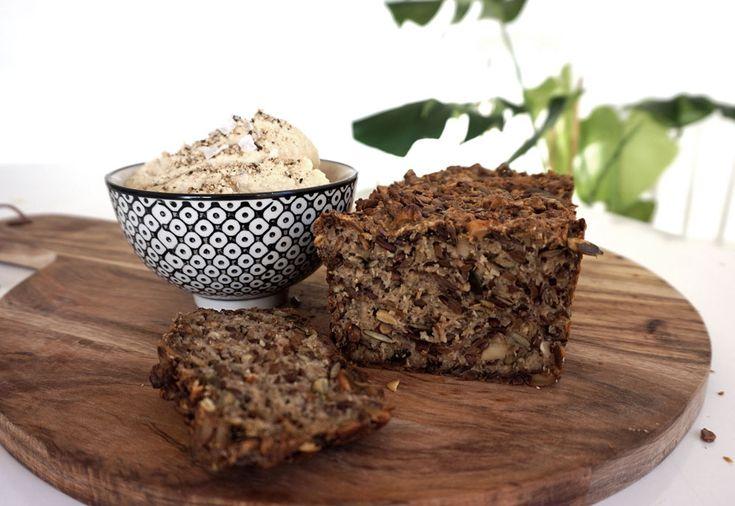 Recept: Glutenfritt fröbröd. Detta fröbröd innehåller massa nyttiga frön och är ägg och mjölkfritt. Skär tunna skivor, rosta och toppa med avokado!