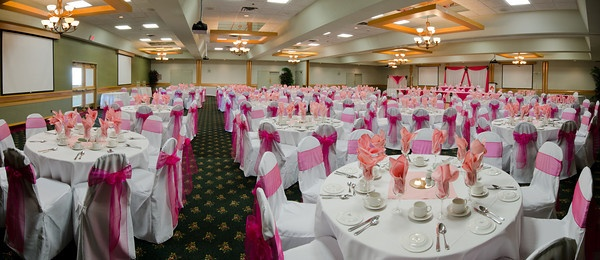Panaromic picture of a Wedding being held at Canad Inns Garden City http://www.canadinns.com/stay/stay-main.php?entry_id=8567