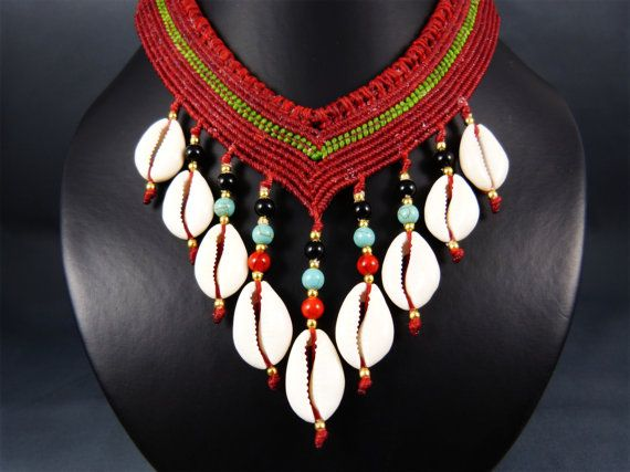 Extravagant, very elaborate handmade thai micro macrame statement collier - a real fine handiwork with a many work hours effort and unique piece of art.