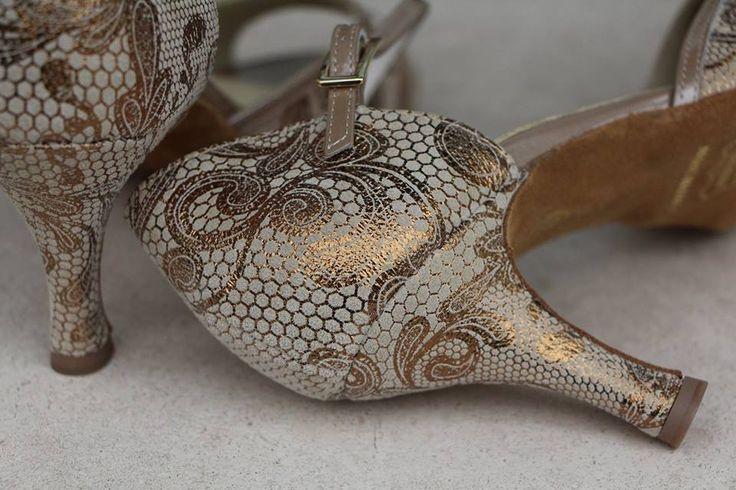 Quando una scarpa diventa un gioiello! When a shoe becomes a jewel!