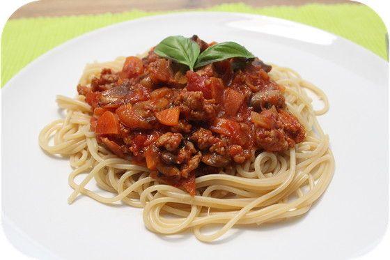 Spaghetti Bolognese met worst, sambal, ketjap, chili en tomatenpuree - brutsellog