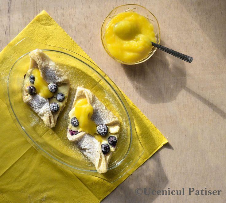 Creme Cheese Lemon Custard Blueberry Puffs  Foietaj cu cremă de brânză și afine și topping de cremă de lămâie