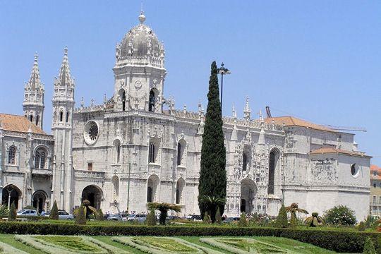J'y suis allée ! PORTUGAL - Dans le quartier de Belém, à l'ouest du centre de Lisbonne,le monastère des Hiéronymites est un véritable chef d'œuvre de l'art manuélin et un des hauts-lieux touristiques de Lisbonne. Il est également classé au Patrimoine Mondialpar l'Unesco depuis 1983.