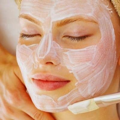 Хочу поделиться потрясающей маской для лица. Делать ее нужно дважды в год - весной и осенью по 2 недели.   1 столовая ложка меда   1 сто...