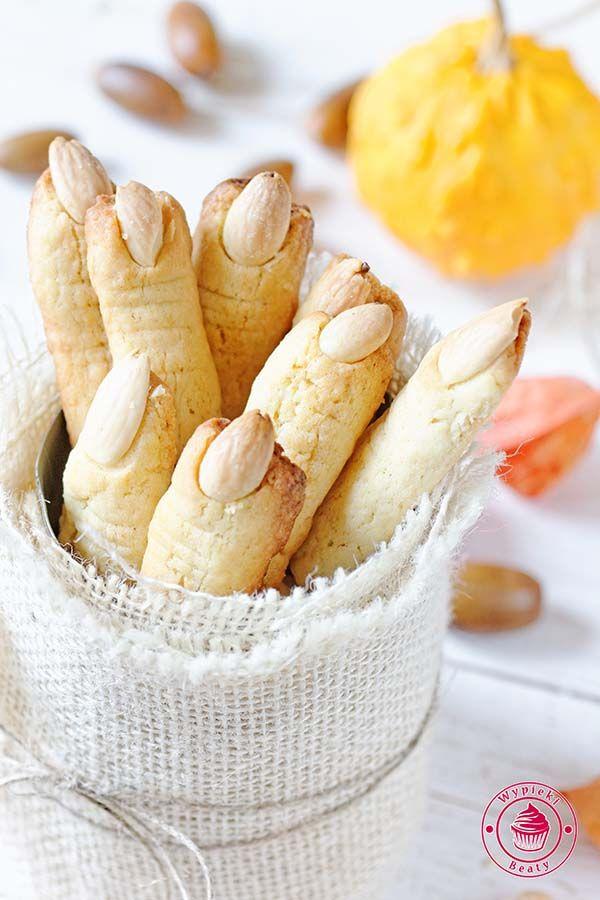 Przepis: ciasteczka paluchy wiedźmy. Popularne ciasteczka halloweenowe przypominające z wyglądu palce wiedźmy - strrrrasznie dobre :)