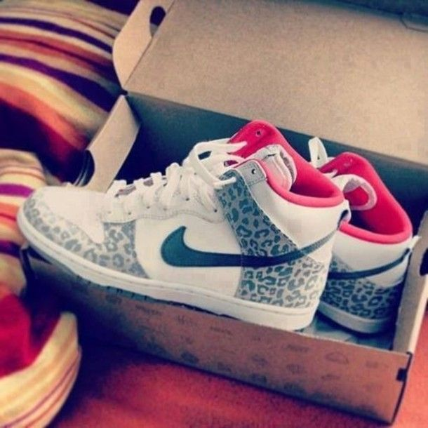shoes, nike shoes, hipster, hipsters, hippie, basket, pink basket, pink, beautiful, swag, swaggi, clothes, new girl, girly, nike, nike air, grey, grey shoes, leopard print, leopard, leopard shoes - Wheretoget