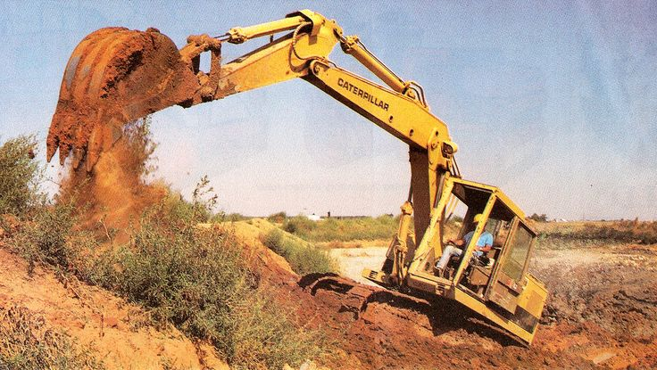 Striking shot of a Cat 225 working a desert pipeline job in the western USA. This particular example is fitted with the optional two-piece boom and a 3/8 cubic yard bucket
