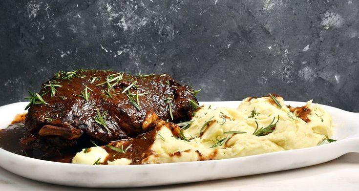 Αγριογούρουνο με σάλτσα δαμάσκηνο από τον Άκη Πετρετζίκη. Μια συνταγή για το εορταστικό σας τραπέζι που θα λατρέψουν όλοι. Δοκιμάστε το.