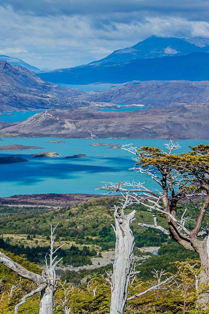 Muchas personas van el Parque Nacional Torres de Chile.