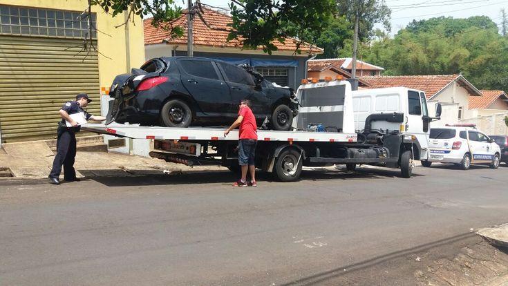 GCM recolhe mais 03 carros em estado de abandono na cidade - A Guarda Civil Municipal (GCM) registrou nesta semana o recolhimento de mais 03 veículos em estado de abandono, conforme prevê a Lei Municipal 5.442/2013, que foi implantada na cidade no início de 2014. Os carros abandonados são notificados e os proprietários têm um prazo de 10 dias para provi - http://acontecebotucatu.com.br/policia/gcm-recolhe-mais-03-carros-em-estado-de-abandono-na-cidade/