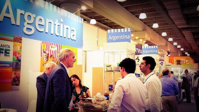 Argentina promociona en Estados Unidos sus alimentos de valor agregado #TasteArgentina  PARTICIPACIÓN CON PABELLÓN PROPIO Y FOOD TRUCK EN LA POPULAR FERIA DE ALIMENTACIÓN NEOYORQUINA SUMMER FANCY FOOD SHOW  El Ministerio de Relaciones Exteriores y Culto junto al Ministerio de Agroindustria y a la Agencia Argentina de Inversiones y Comercio Internacional (AAICI) coordinarán la participación nacional en Summer Fancy Food Show 2017 la feria de alimentos de valor agregado más grande de Estados…