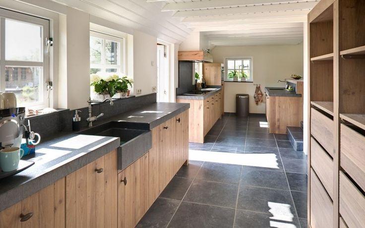 Keuken landelijk hout natuursteen kitchen pinterest design sliders and interieur - Keuken steen en hout ...