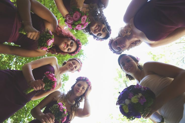 Cute wedding photo idea for bridesmaids (with bouquets)