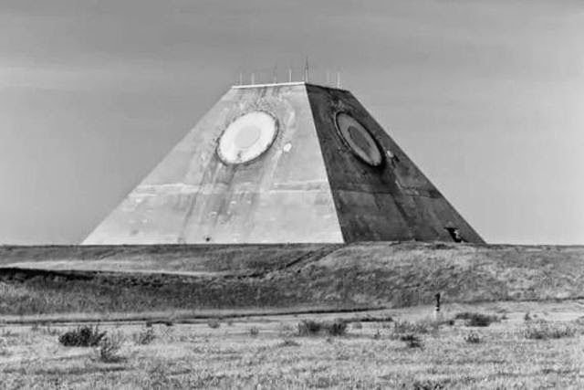 Why Did the U.S. Build an Uncapped Pyramid With 'All Seeing Eye' in the Middle of Nowhere? (Video)  tri lattle commeshion