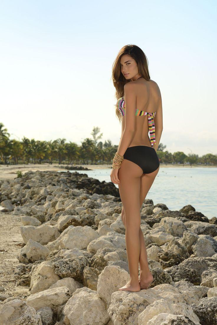 20 COPA PREHORMADA REF: 2734 VESTIDO DE BAÑO Bikini strapless con copas prehormadas y tiras ajustables. Panty cerrado con argollas plásticas laterales