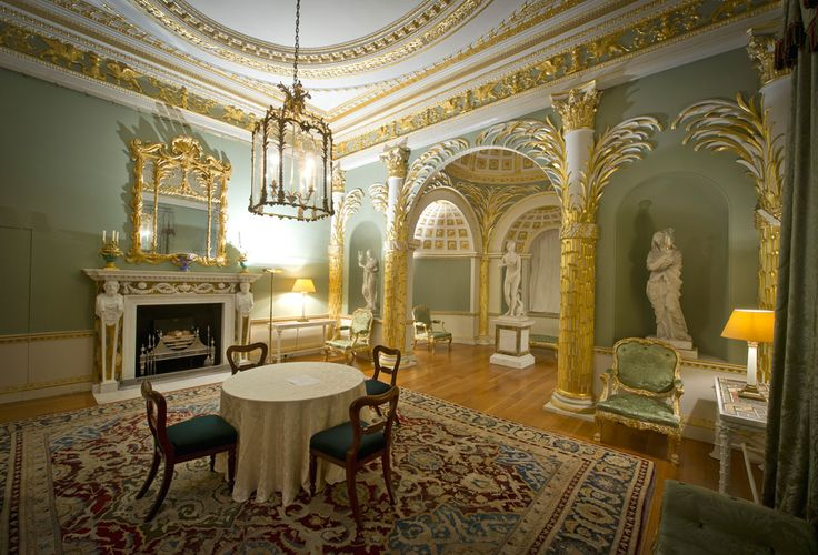 The architectural climax of the ground floor, the Palm Room's intimate setting lends itself to arrangements such as recitals.