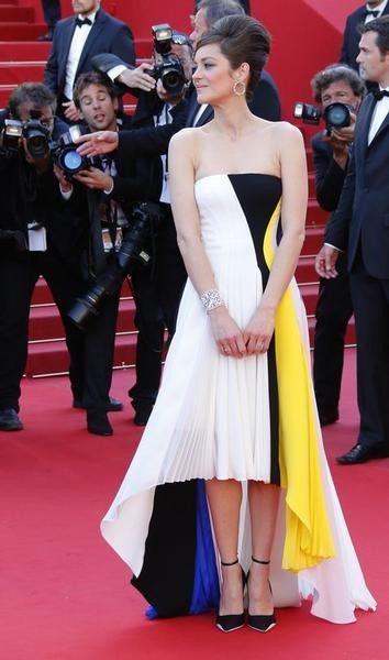 Marion Cotillard, het gezicht van de handtassenlijn 'Lady Dior' van Dior, wordt heel regelmatig gezien in een jurk van het label op de rode loper.