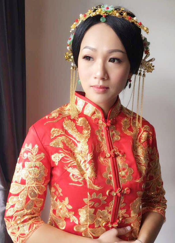 Real life Chinese princess doll in red Cheongsam. Best looking girl born in Muar, Johor, Malaysia. Beautiful traditional hair accessories to go with traditional Chinese clothes. Natalie Chew Yun Tan