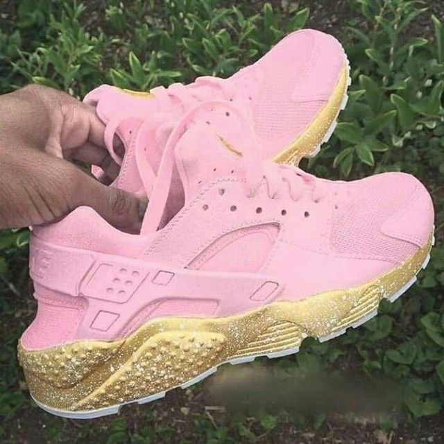 NIKE HUARACHE PINK AND GOLD   THE CUSTOM MOVEMENT in 2021   Shoes ...