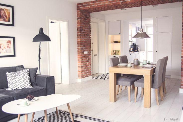 Stylowa aranżacja otwartej przestrzeni bazująca na lekkich skandynawskich inspiracjach. Bielona podłoga rozjaśnia...