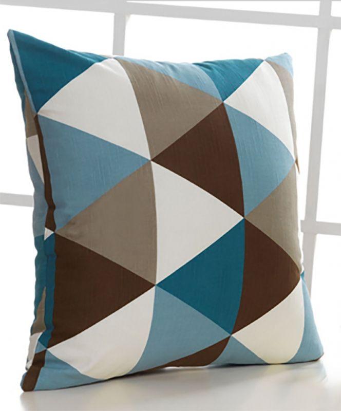Kussenhoes geometrisch triangle Prachtig kwaliteit kussenhoes in mooie blauw en bruin tinten, gemaakt van stevig katoen met een onzichtbare rits. De geometrische print is aan beide zijden van het kussen.  Exclusief binnenkussen Formaat: 45 x 45 cm - € 14,95