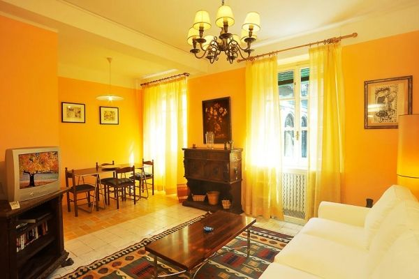 Florence, Italy Vacation Rental, 3 bed, 2 bath with WIFI in Ponte Vecchio. Thousands of photos and unbiased customer reviews, Enjoy a great Florence apartment rental perfect for your next holiday. Book online!