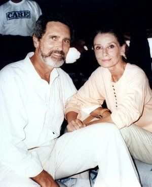 Audrey's last UNICEF mission to Somalia with Robert Wolders, her longtime companion, in 1992.  Copyright © UNICEF/Betty Press.