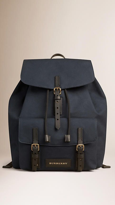 Las hebillas, los bosillos, el color, todo. Es perfecta ♥ Deep navy Cotton Canvas Backpack - Image 1