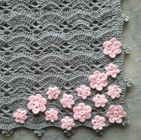 The small gray baby blanket with pink flowers by patty crochete: