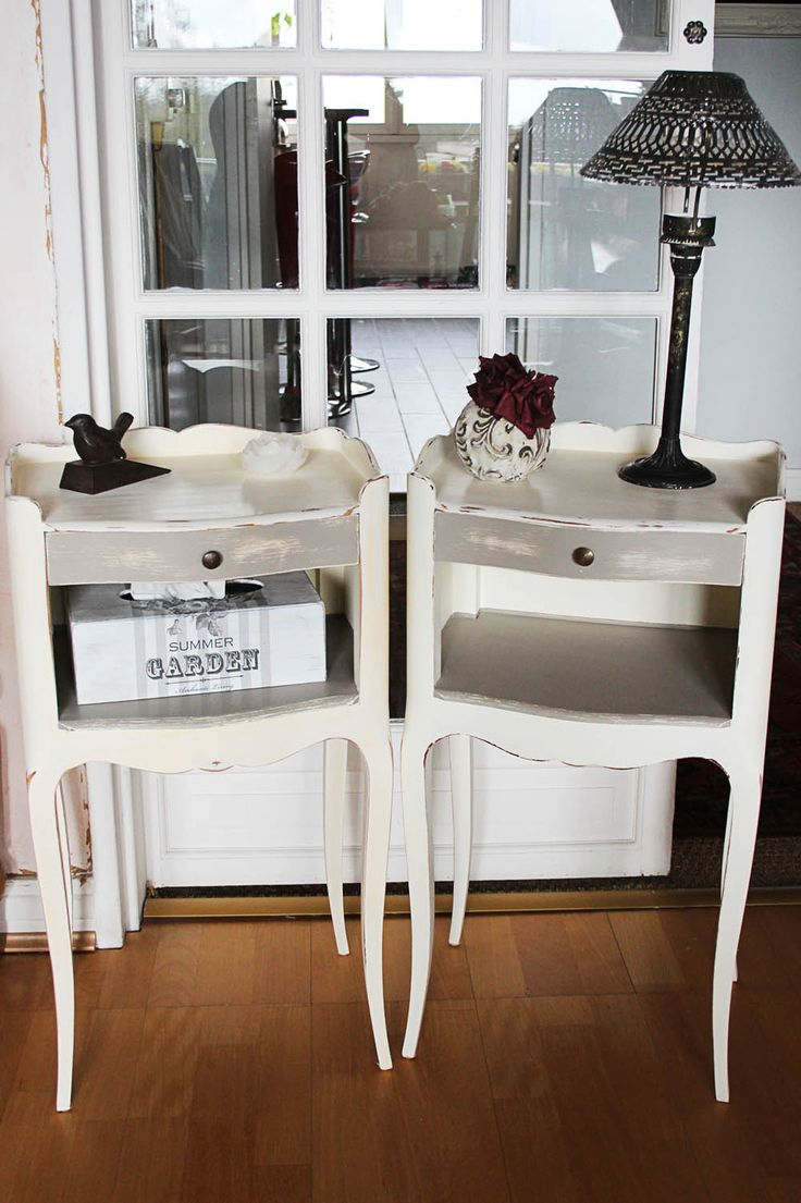 cheap paire de chevets romantiques shabby chic ecru et gris taupe meubles shabby chic with. Black Bedroom Furniture Sets. Home Design Ideas