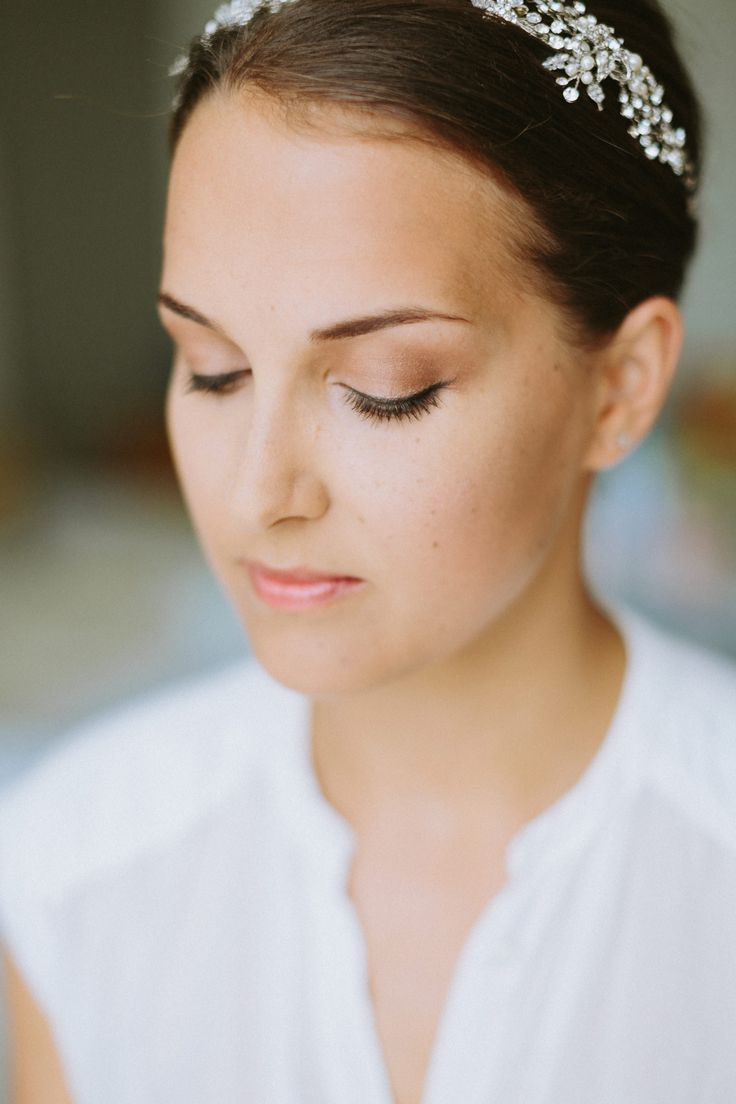 pin auf frisur und make-up