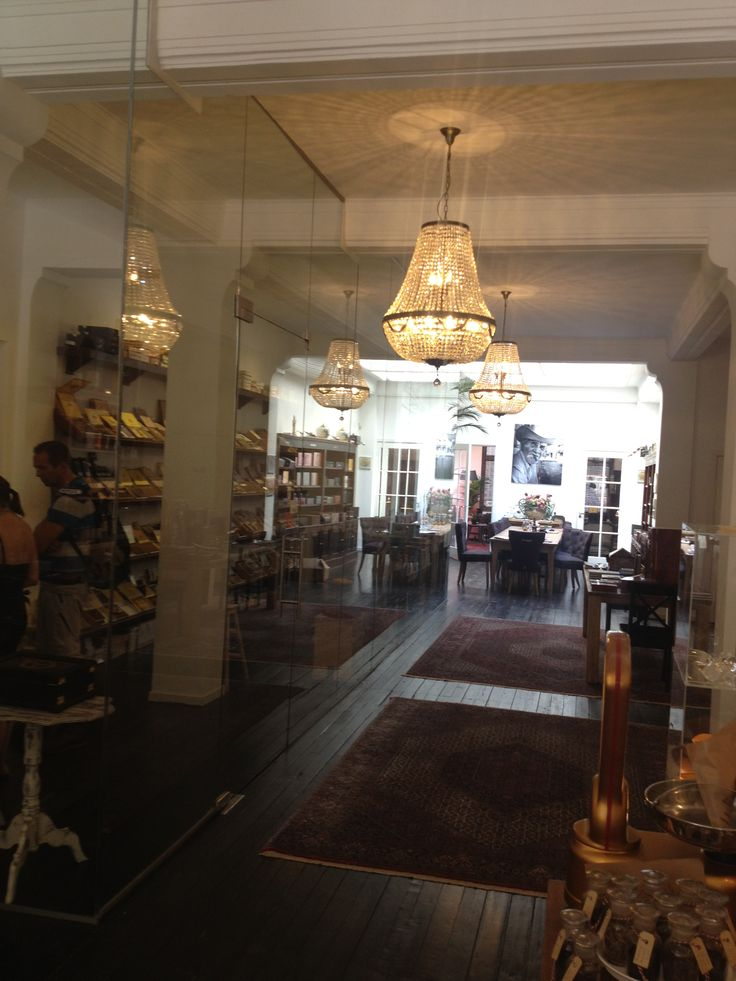 1000 images about den haag shops on pinterest passport for Interieur winkel den haag