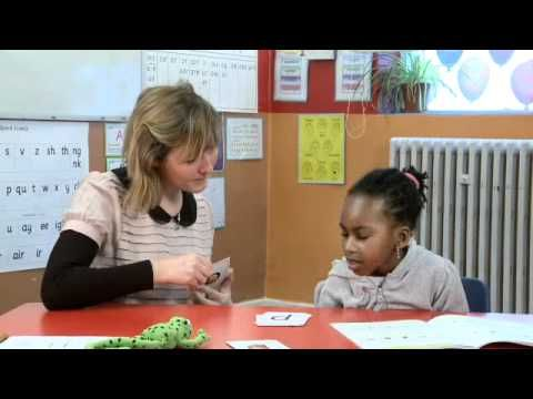 Phonics tutoring with Ruth Miskin - how to teach blending to children. - YouTube