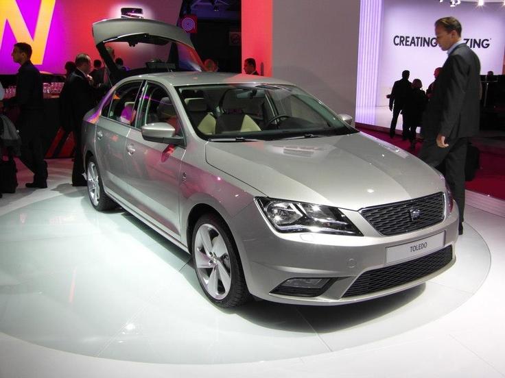 SEAT Toledo, 1.2, 55 kW (75 PS) - Kraftstoffverbrauch Superbenzin, kombiniert: 6,1 l/100 km; CO2-Emission, kombiniert: 137 g/km; CO2-Effizienzklasse D oder aber  als 1.6 TDI CR Ecomotive, 77 kW (105 PS) - Kraftstoffverbrauch Diesel, kombiniert: 4,0 l/100 km; CO2-Emission, kombiniert: 106 g/km; CO2-Effizienzklasse A. Weitere Informationen zu offiziellen Kraftstoffverbrauch & CO2-Emissionen finden Sie auf http://www.seat.de/content/de/brand/de/pkw-envkv/verbrauch---emissionen.html