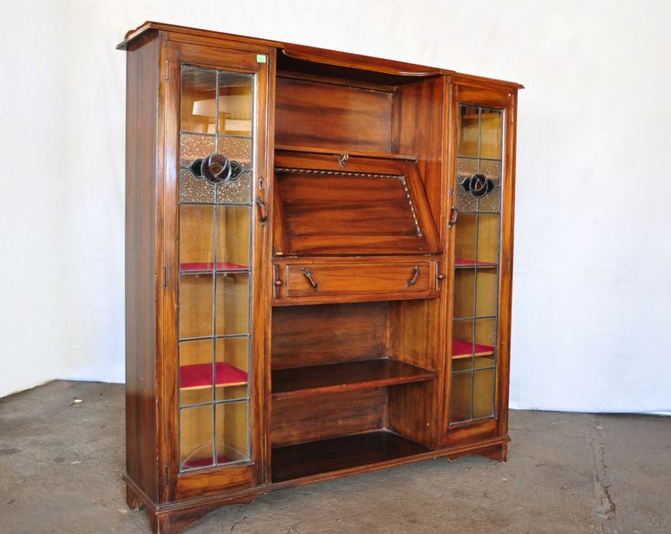 #NorthcliffAntiques Antique Arts and Crafts bookcase with Glasgow rose lead glass detail and wood stained to look like rose wood, watermarks to this piece has been repaired. #Bookshelf #Bureau #