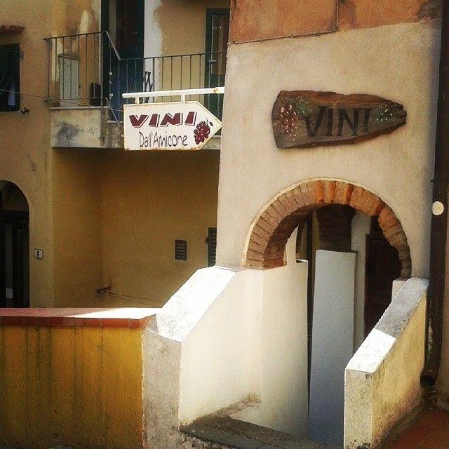 #ShareIG Al #Castello il vino non manca mai :-) #RioMarina #isoladelba #elba #tuscany #wine #Elbaisland #tuscany #elbadabere #elbawine #Lacostachebrilla #tradizioni #essenzadiunisola #elbadascoprire #elbadestate #tuscanygram
