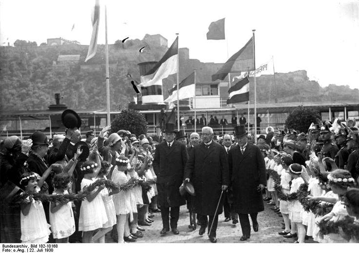 Reichspräsident Hindenburg bei den Befreiungsfeiern 1930 nach Ende der Rheinlandbesetzung in Koblenz